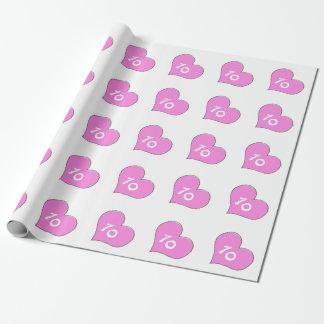 Zehnter Geburtstag, rosa Herzen auf weißer Geschenkpapier