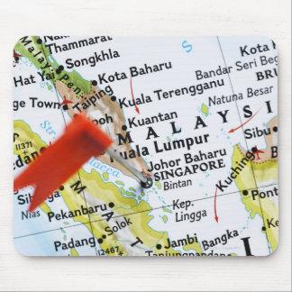 Zeichnen Sie das Button auf, das in Singapur auf Mauspads