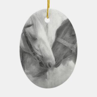 """""""Zeichnender Schutz"""" Ovales Keramik Ornament"""