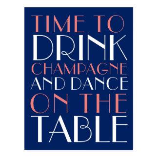 Zeit, Champagne zu trinken und auf die Tabelle zu Postkarte