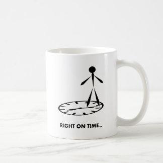 Zeit-Idiom-Reihe - recht rechtzeitig Kaffeetasse