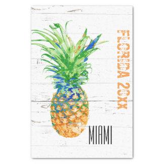 Zeitgenössische Ananas addieren Jahr und Standort Seidenpapier