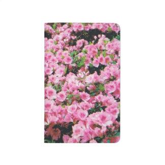 Zeitschrift mit rosa Azaleen Taschennotizbuch