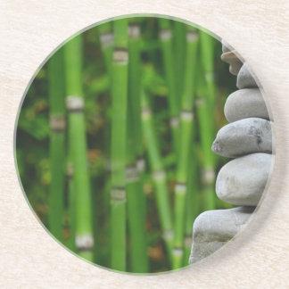 Zen-Garten-Meditations-Mönch entsteint Untersetzer