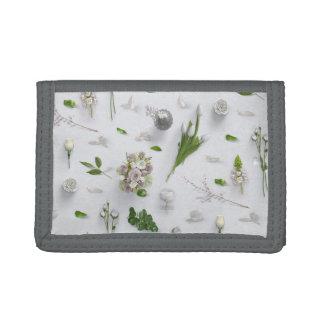 Zerstreute Blumen weiß