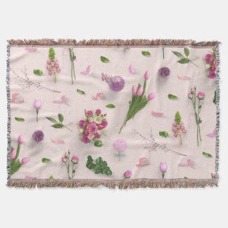 Zerstreutes Blumen-Rosa Decke