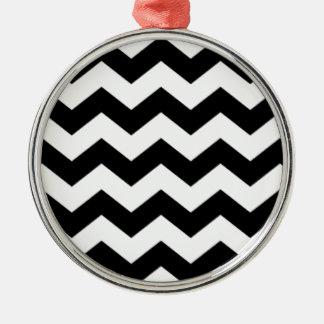 Zickzack Schwarzweiss-Muster Rundes Silberfarbenes Ornament