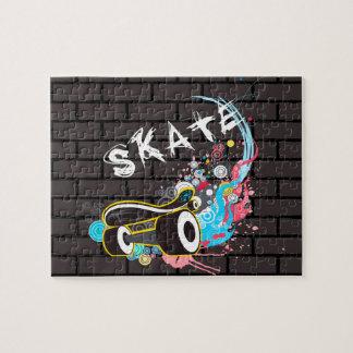 Ziegelstein-Wand-Skategraffiti-Logo mit Brett Puzzle