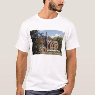 Ziegelsteinkirche auf Minnewater T-Shirt