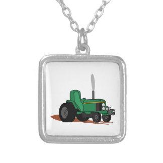 Ziehen des Traktors Versilberte Kette