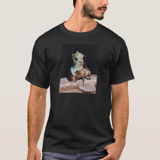 Zikade, die von der Muschel auftaucht T-Shirt