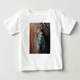 Zikade trocknet seine Flügel Baby T-shirt