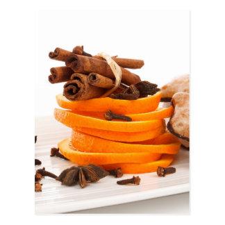 Zimt, Sternanis, Nelken und orange Scheiben Postkarte