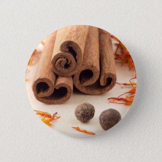 Zimtstangen, aromatischer Safran und Piment Runder Button 5,1 Cm