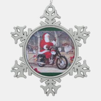 Zinn Sankt auf einer Motorrad-Weihnachtsverzierung Schneeflocken Zinn-Ornament