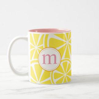 Zitrone schneidet gelbe personalisierte zweifarbige tasse