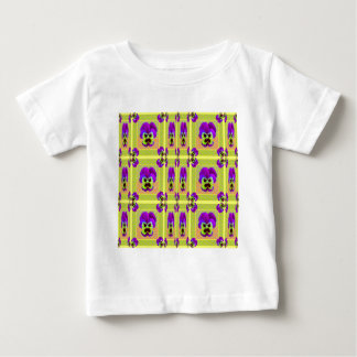 Zitronelila Pansy-Muster-Geschenke durch Sharles Baby T-shirt
