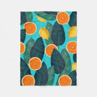 Zitronen und Orangen aquamarin Fleecedecke