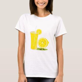 Zitronencharakter stehend nahe bei Limonade T-Shirt