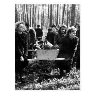 Zivilisten von Neunburg tragen victims_War Bild Postkarte
