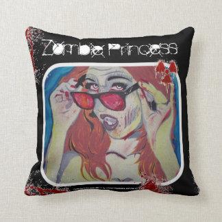 """Zombie-Prinzessin"" (Wurfs-) Amerikaner MoJo Kissen"