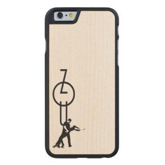 Zouk Schriftzug Carved® iPhone 6 Hülle Ahorn
