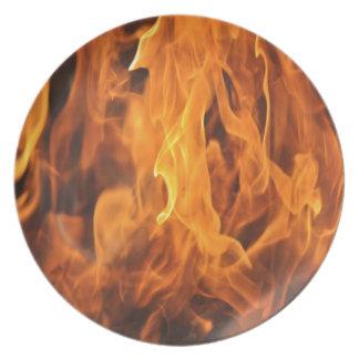 Zu behandeln Flammen - zu heiß Teller