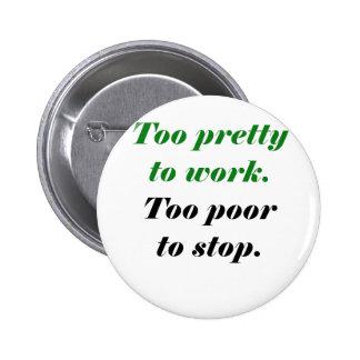 Zu hübsch arbeiten zu arm, um zu stoppen runder button 5,7 cm