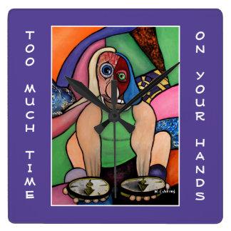 Zu viel Zeit auf Ihren Händen auf lila Quadratische Wanduhr