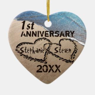 Zuerst irgendwelche Herzen des Jahrestags-zwei in Keramik Herz-Ornament