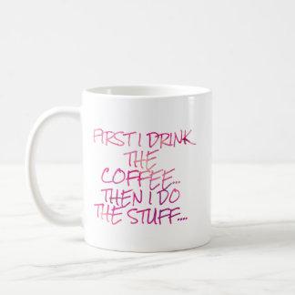 Zuerst trinke ich den Kaffee Kaffeetasse