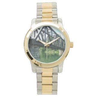 Zug-Brücken-Uhr Armbanduhr