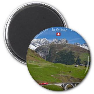Zug-Fahrt durch die Schweizer Alpen Runder Magnet 5,1 Cm