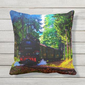Zug im Wald Kissen