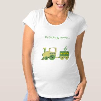 Zug mit den Monaten der Schwangerschaft Schwangerschafts T-Shirt