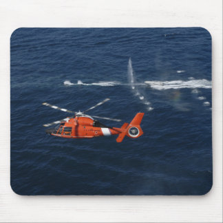 Züge einer Hubschrauber-Crew Mousepad