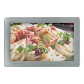 Zuhause-gekochte Mahlzeiten auf einer grauen Matte Rechteckige Gürtelschnallen