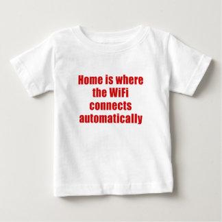 Zuhause ist, wo das Wifi automatisch anschließt Baby T-shirt