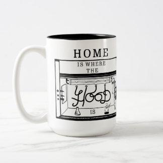 Zuhause ist, wo die Haube Tasse ist