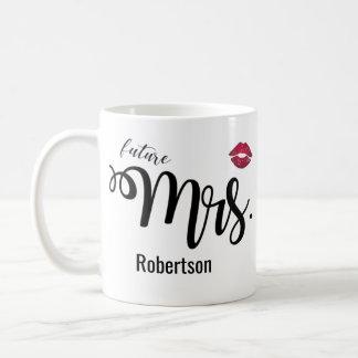 (Zukünftige) Frau mit einer Kusskaffee-Tasse Tasse