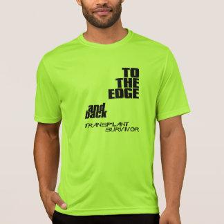 Zum Rand und zur Rückseite - verpflanzen Sie T-Shirt