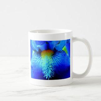 Zunge einer Iris Kaffeetasse
