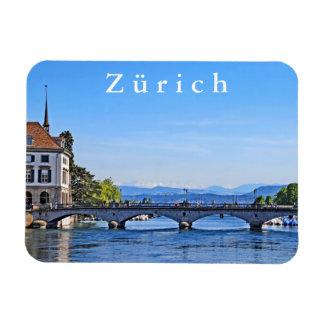 Zürich. Limmat. Rathaus und Brücke Magnet
