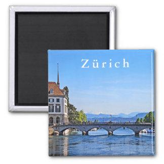 Zürich. Limmat. Rathaus und Brücke Quadratischer Magnet