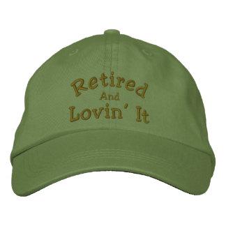 Zurückgezogen und Lovin es lustiger gestickter Hut