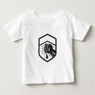 Zusammengepreßte Faust, die Dogtag Wappen Retro Baby T-shirt