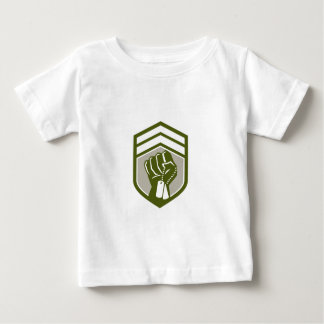 Zusammengepreßtes Faust Dogtag Wappen Retro Baby T-shirt