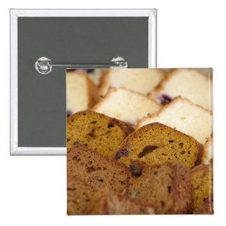 Zusammenstellung der Frühstücks-Brote und der Anstecknadelbuttons