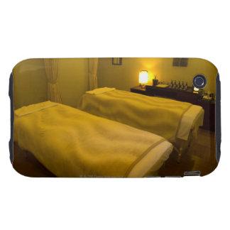 Zwei Betten im Schönheitssalon, hohe Winkelsicht, Tough iPhone 3 Etuis