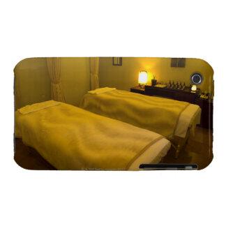 Zwei Betten im Schönheitssalon, hohe Winkelsicht, iPhone 3 Hülle